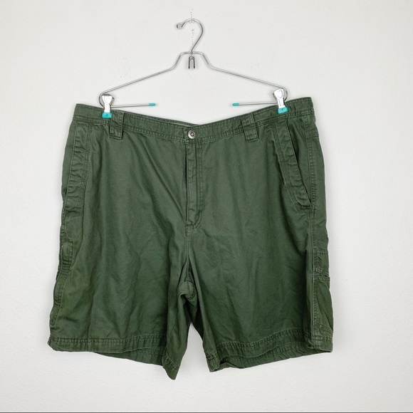Columbia Other - Columbia Omni-Shield Green Cargo Shorts Size 42